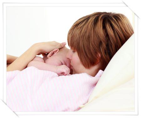 母乳で育てると体重の減りが早い