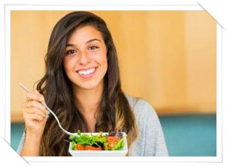 間違いなく痩せる!食事の前に必ずサラダ、野菜を食べる習慣01